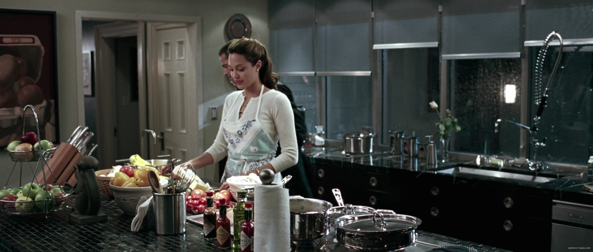 Mr And Mrs Smith Kitchen screen captures (bluray) - mr-and-ms-smith-0179